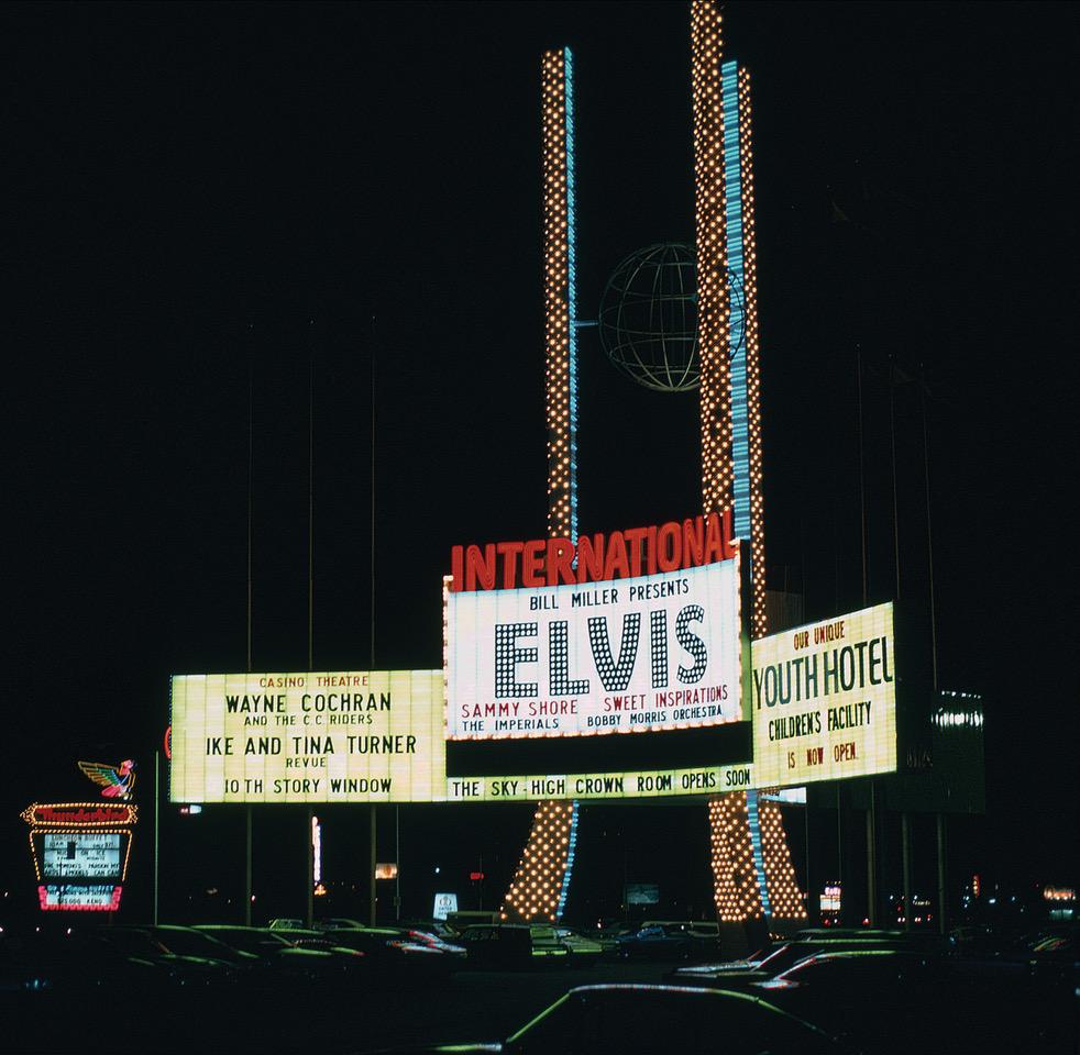 _images_uploads_gallery_ELVIS-1969-HOTEL-DISPLAY_Photo_Cr_edit_Paul & Joan Gansky ©ElvisPresleyEnterprises